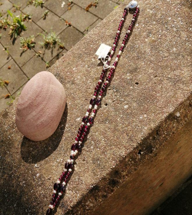 Granatkette mit Perlen